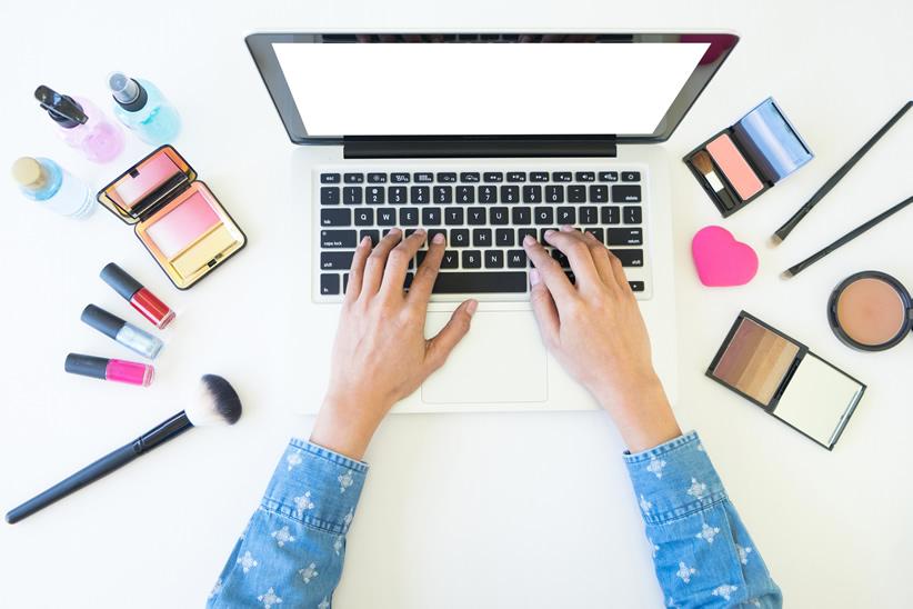 【化粧品業界研究レポート】現状/市場・今後の課題は…?