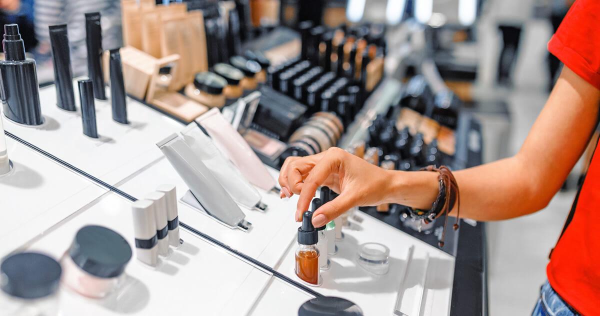 化粧品はどこで購入する?|化粧品の購入場所と1ヵ月にかかる化粧品・スキンケアの金額